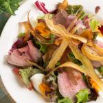 menu_ローストビーフとパリパリサツマイモのサラダ
